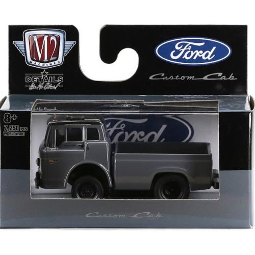 M2 Machines Auto-Thentics Release 65 - 1970 Ford C-600 Truck