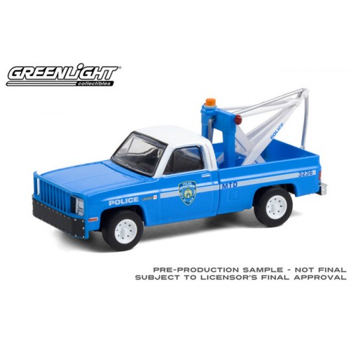 Greenlight Hobby Exclusive - 1987 GMC Sierra K2500 Tow Truck NYPD