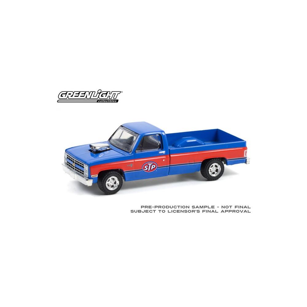 Greenlight Running on Empty Series 13 - 1987 Chevrolet Silverado with Blown Engine STP