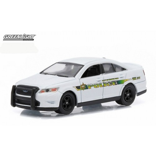 Hot Pursuit Series 17 - 2014 Ford Police Interceptor North Pole